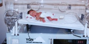 The miracle story of a 900-gram baby in an incubator